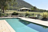 Idyllic Retreat: 6 bed sleeps 12 in Broke NSW
