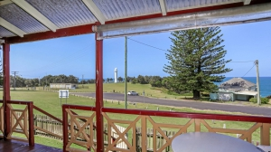 Picturesque: 4 bed, fenced, sleeps 8 in Yamba NSW