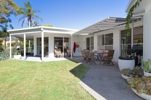 Relaxation awaits: 5 bed, fenced, sleeps 6 in Corlette NSW