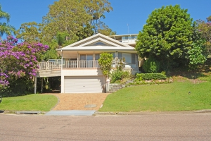 Bliss: 5 bed, fenced, sleeps 7 in Corlette NSW