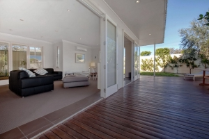 Enchanting Hideaway: 5 bed, fenced, sleeps 8 in Anna Bay NSW