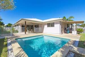 Idyllic: 4 bed, fenced, sleeps 10 in Casuarina NSW