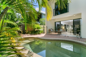 Relaxation awaits: 4 bed, fenced, sleeps 8 in Palm Cove QLD