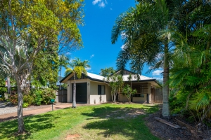 You've found it: 3 bed, fenced, sleeps 6 in Kewarra Beach QLD