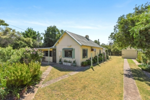 Your retreat for rest and relaxation: 7 bed, fenced, sleeps 8 in Normanville SA