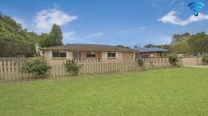 Enchanting Hideaway: 3 bed, fenced, sleeps 6 in Bowral NSW