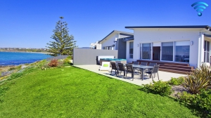 Awesome: 4 bed sleeps 8 in Kiama Downs NSW