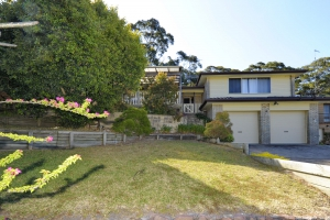 Outstanding: 3 bed, fenced, sleeps 10 in Fingal Bay NSW