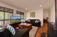 Heavenly 6 bed pet friendly holiday home, sleeps 9 in Ellalong NSW