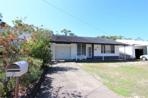 Picturesque: 5 bed, fenced, sleeps 9 in Harrington NSW