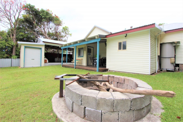 Awesome: 3 bed, fenced, sleeps 6 in Harrington NSW