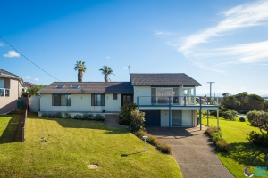 Blissful: 5 bed sleeps 8 in Dalmeny NSW