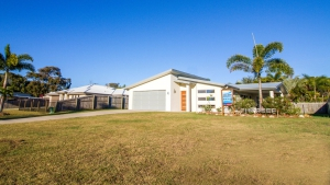 You've found it: 6 bed, fenced, pet friendly holiday home, sleeps 9 in Agnes Water QLD