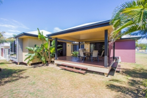 This is it, 7 bed pet friendly holiday home, sleeps 9 in Agnes Water QLD