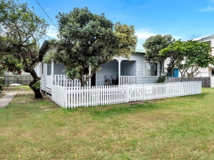 Look no further: 6 bed, fenced, pet friendly holiday home, sleeps 8 in Wooli NSW