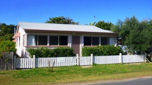 Relaxation awaits: 4 bed, fenced, sleeps 6 in Wooli NSW