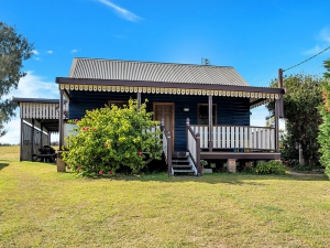 Delightful holiday home: 2 bed sleeps 6 in Wooli NSW