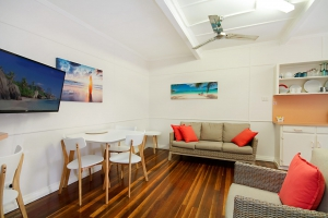 Enchanting Hideaway: 3 bed, fenced, sleeps 4 in Rainbow Bay QLD
