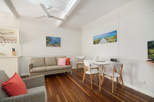 Idyllic Hideaway: 3 bed, fenced, sleeps 4 in Rainbow Bay QLD