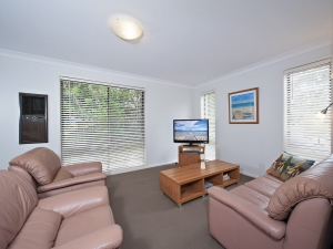 Your retreat for rest and relation: 3 bed, fenced, sleeps 7 in Nelson Bay NSW