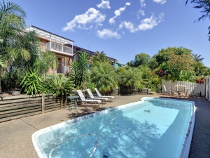 Time for some R & R: 6 bed, fenced, sleeps 10 in Corlette NSW