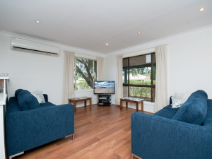 Holiday Sanctuary: 6 bed sleeps 8 in Fingal Bay NSW