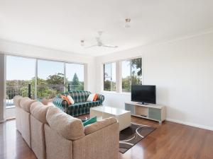 Heavenly Retreat: 6 bed, fenced, sleeps 10 in Shoal Bay NSW