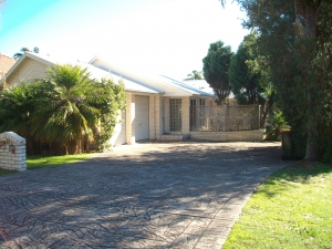 Holiday Sanctuary: 3 bed, fenced, sleeps 7 in Corlette NSW
