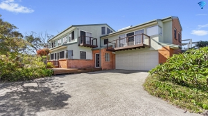 Bella Beecroft - backing onto bushland setting