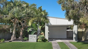 Holiday Hideaway: 4 bed, fenced, sleeps 8 in Moffat Beach QLD
