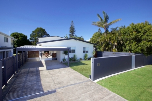 Enchanting Hideaway: 4 bed, fenced, sleeps 8 in Golden Beach QLD