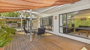 Relaxation awaits: 4 bed, fenced, sleeps 6 in Moffat Beach QLD