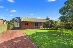 Your retreat for rest and relaxation: 4 bed, fenced, sleeps 6 in Normanville SA
