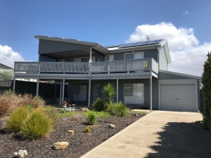 Holiday Hideaway: 7 bed, fenced, pet friendly holiday home, sleeps 10 in Normanville SA