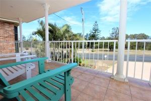 Heavenly Hideaway: 5 bed, fenced, sleeps 8 in Harrington NSW