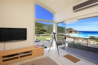 Wonderful 3 bed pet friendly holiday acreage, sleeps 8 in Boomerang Beach NSW
