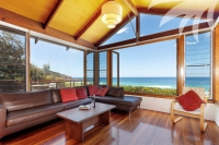 Large 10 bed, fenced, pet friendly holiday acreage, sleeps 12 in Blueys Beach NSW
