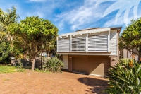 Wonderful 5 bed, fenced, pet friendly holiday acreage, sleeps 6 in Blueys Beach NSW