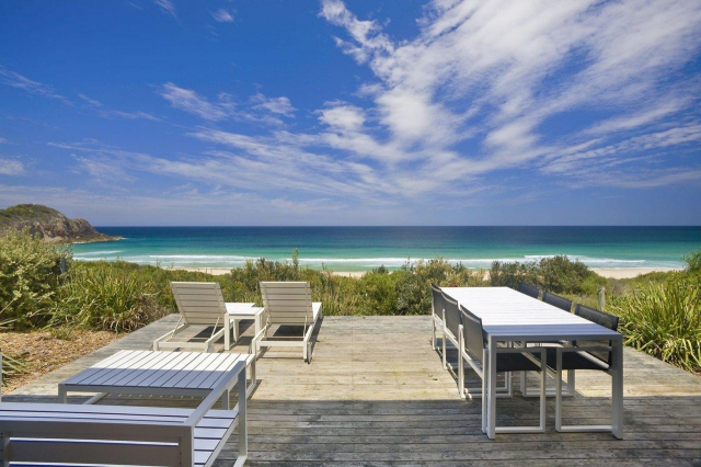 Pet friendly accommodation in Boomerang Beach Pacific Palms - Great Lakes NSW