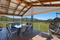 Wonderful 4 bed pet friendly holiday acreage, sleeps 8 in Broke NSW