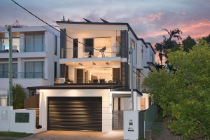Idyllic Retreat, 8 bed, fenced, pet friendly holiday home, sleeps 14 in Coolangatta QLD