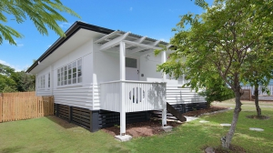 Great Holiday Retreat: 2 bed pet friendly holiday home, sleeps 6 in Moffat Beach QLD