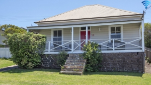 Time for some R & R 4 bed, fenced, pet friendly holiday home, sleeps 6 in Kiama NSW