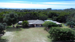 Awesome 3 bed, fenced, pet friendly holiday home, sleeps 5 in Wooli NSW