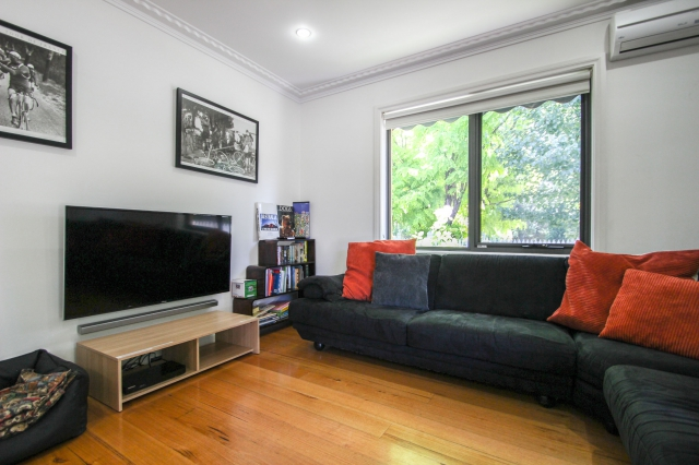 Pet friendly accommodation in Bright Bright VIC