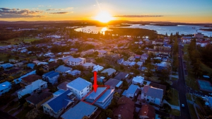 Substantial: 9 bed, fenced, sleeps 10 in Yamba NSW