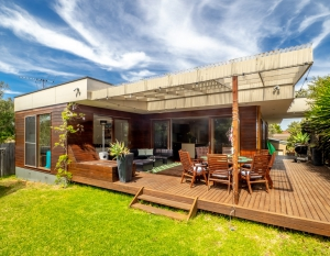 Large 9 bed, fenced, pet friendly holiday home, sleeps 10 in Blairgowrie VIC