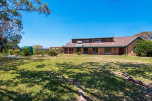 Picturesque 4 bed, fenced, pet friendly holiday home, sleeps 6 in Tuncurry NSW