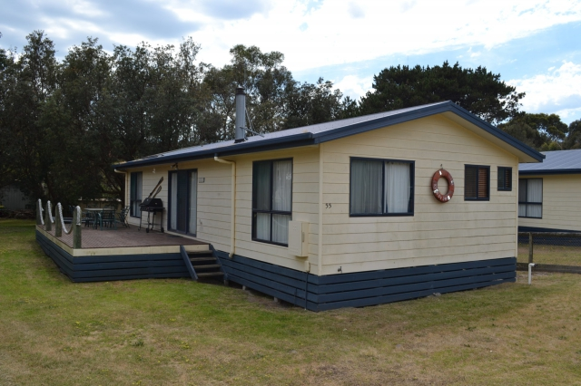 4 bed Holiday Sanctuary, pet friendly holiday home, sleeps 8 in Venus Bay VIC