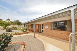 Relaxation awaits: 4 bed, fenced, pet friendly holiday home, sleeps 6 in Kalbarri WA